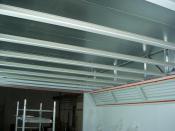 Strop kabiny před montáží stropních filtrů